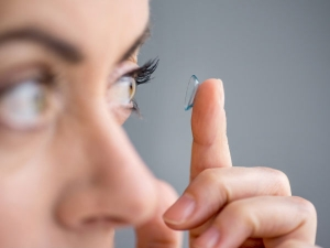 Safety Tips For Contact Lens Wearers In Kannada