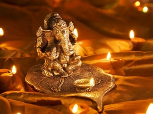 Vastu Tips In Which Direction You Should Place God S Idol In Your House In Kannada