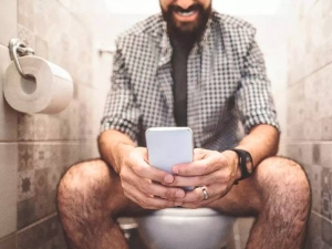 Reasons You Shouldn T Carry Your Phone To The Toilet In Kannada