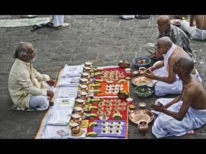 Pitru Paksha Significance Of Offering Food To Elders In Kannada